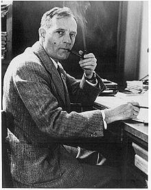 220px-Edwin_Hubble_with_pipe